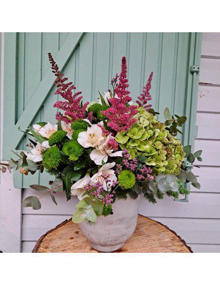 flores de hortensias, santinis, astilbe.