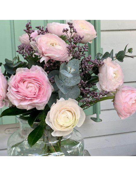 Ramo de ranúnculos rosas.